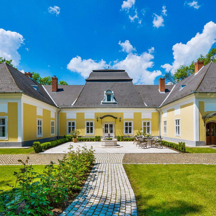 Nagykastély,-díszudvar_Main-mansion